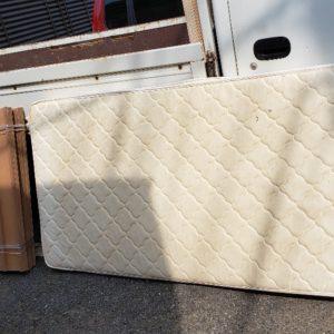 【船橋市】シングルベッド、ベッドマットレスの回収・処分ご依頼
