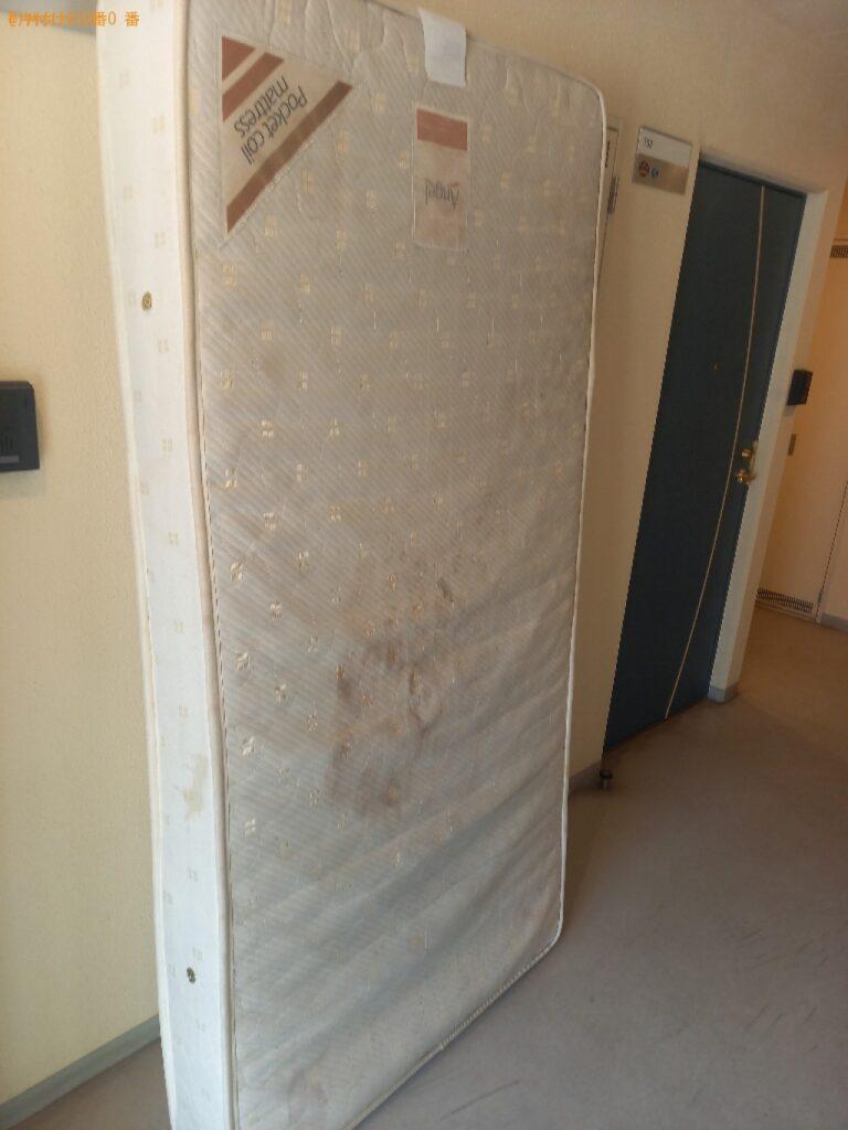 シングルベッドマットレス、カーペットの回収・処分